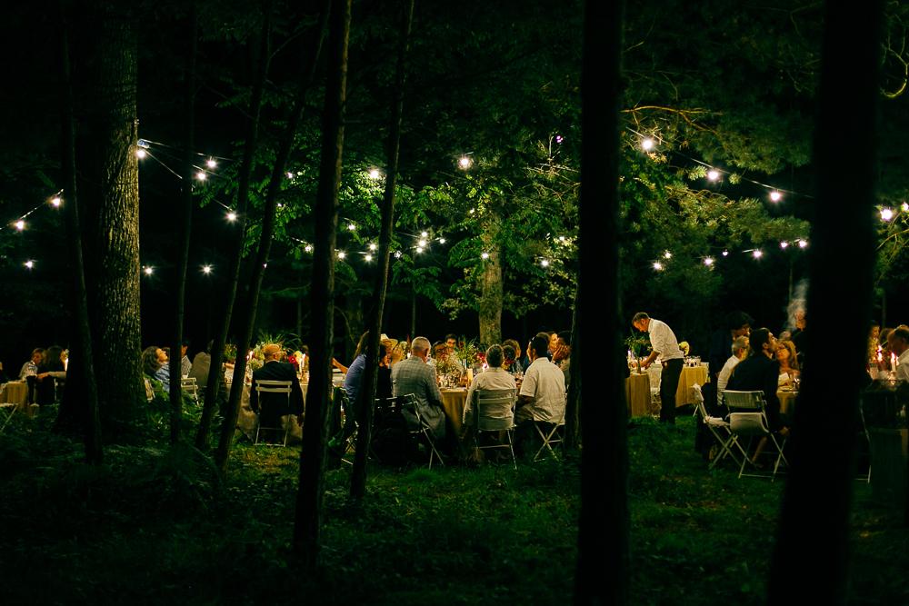 diner de mariage en pleine forêt