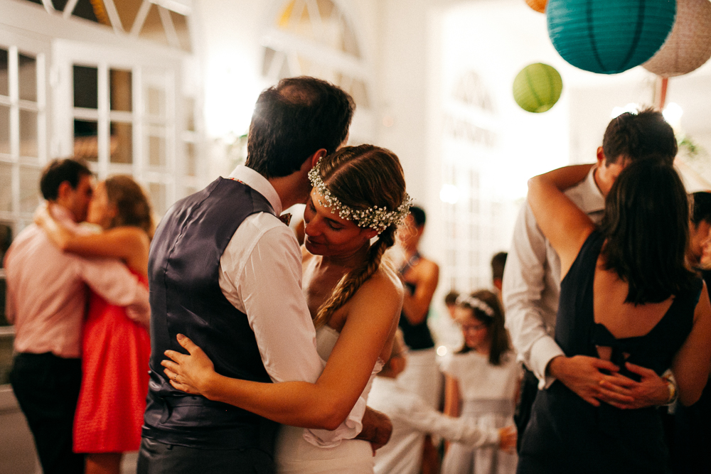 reportage photo de mariage pendant la soirée dansante