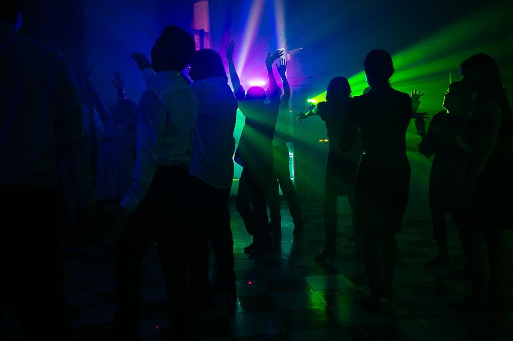 photo montrant la soirée dansante en cours d'un mariage