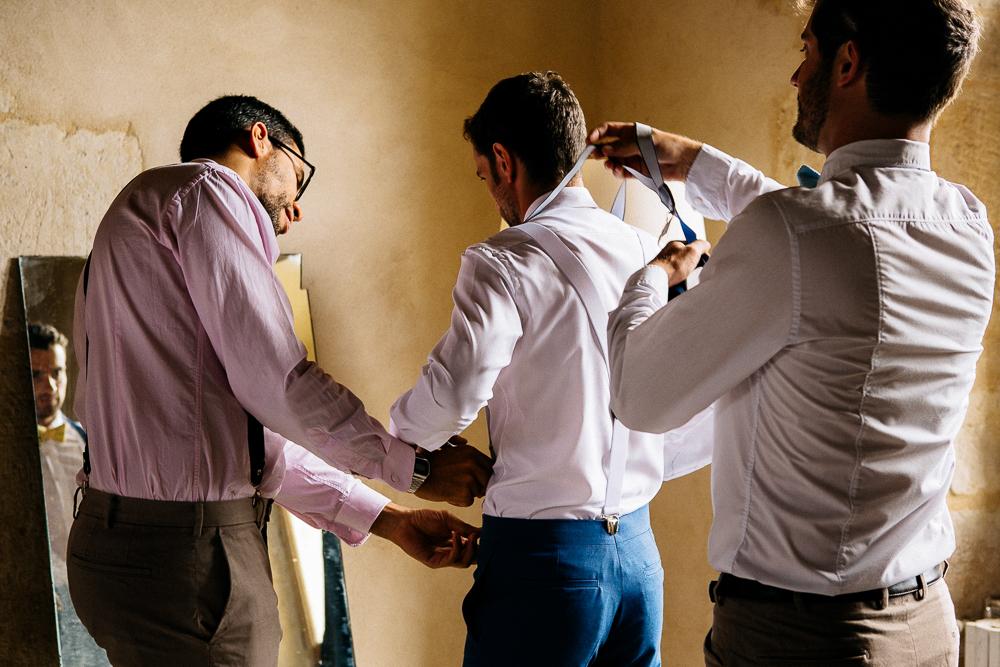 pendant les préparatifs du marié