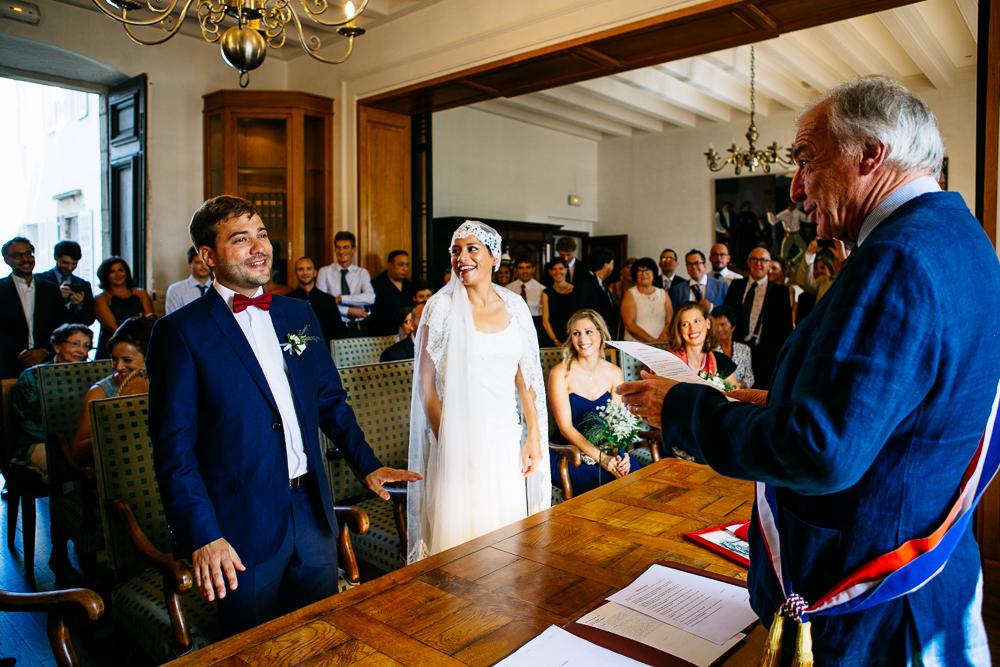 moment convivial pendant la cérémonie civile à la mairie de St jean De Luz pays basque