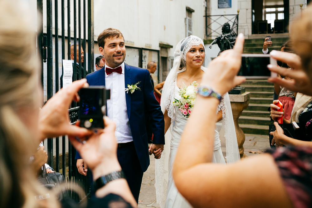 sortie des mariés de la mairie de St Jean de Luz