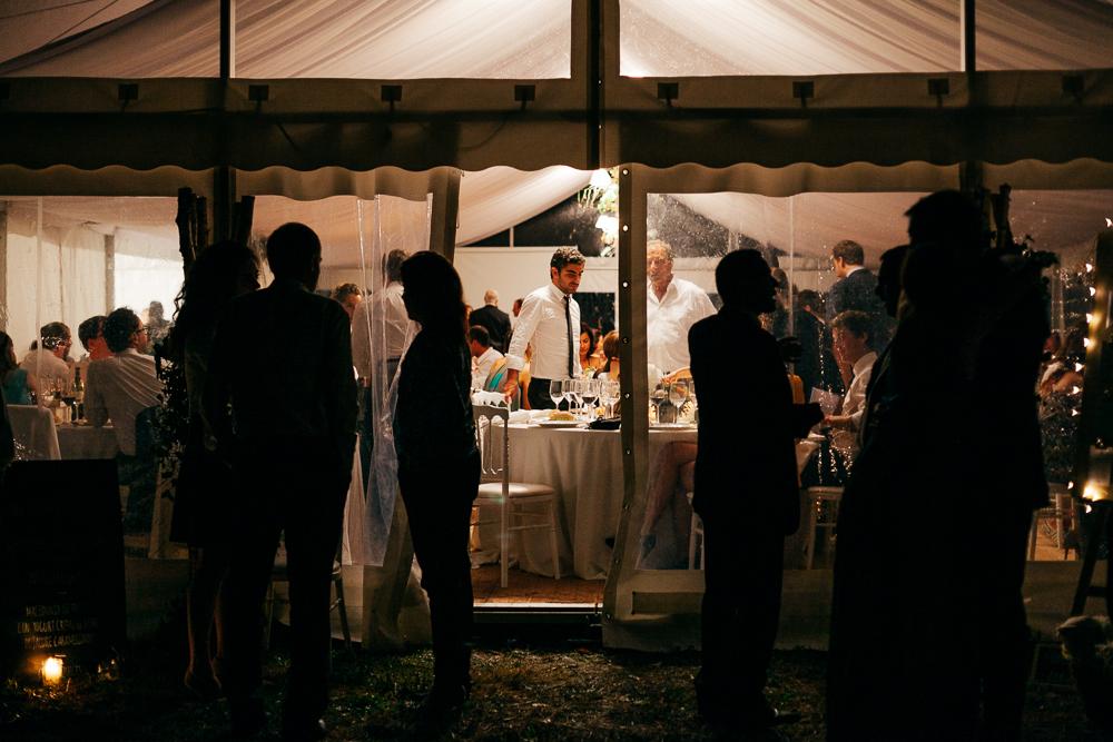 tente blanche de mariage au pays basque près de St Jean de Luz
